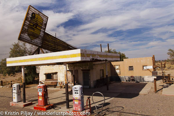 Abandoned gas station next to Bagdad Cafe